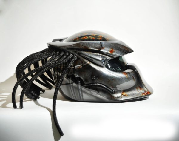 Аэрография на шлеме хищник