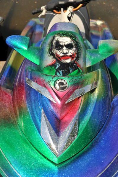 Флэйки и аэрография «Джокер» на гидроцикле.
