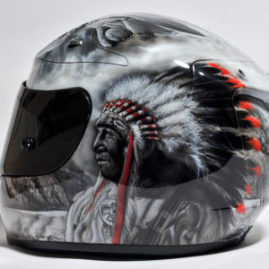 Аэрография на шлеме индеец