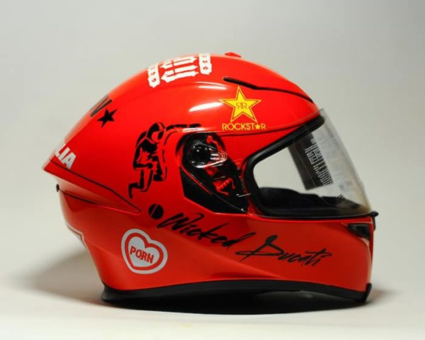 аэрография на шлеме красный